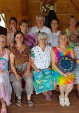 Csoportkép - selyemfestő alkotótábor