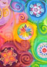 A közösen festett selyemkép mandalákkal